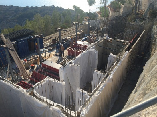 Walls protection with geotextile