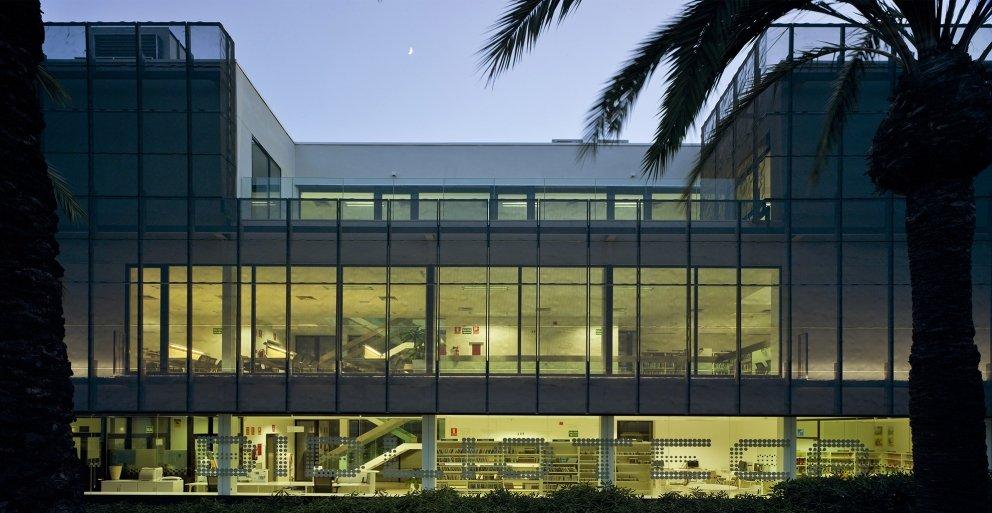 Biblioteca Pública y Centro Socio-cultural: Imagen 9 de 29