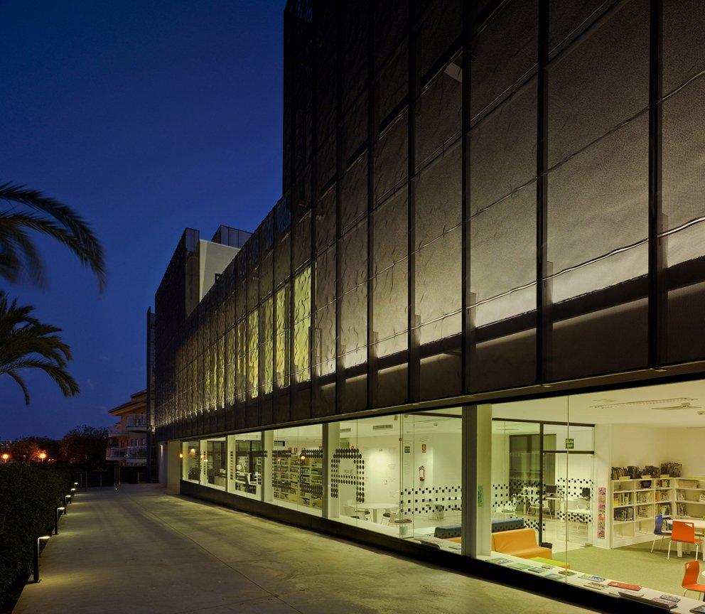 Biblioteca Pública y Centro Socio-cultural: Imagen 14 de 29