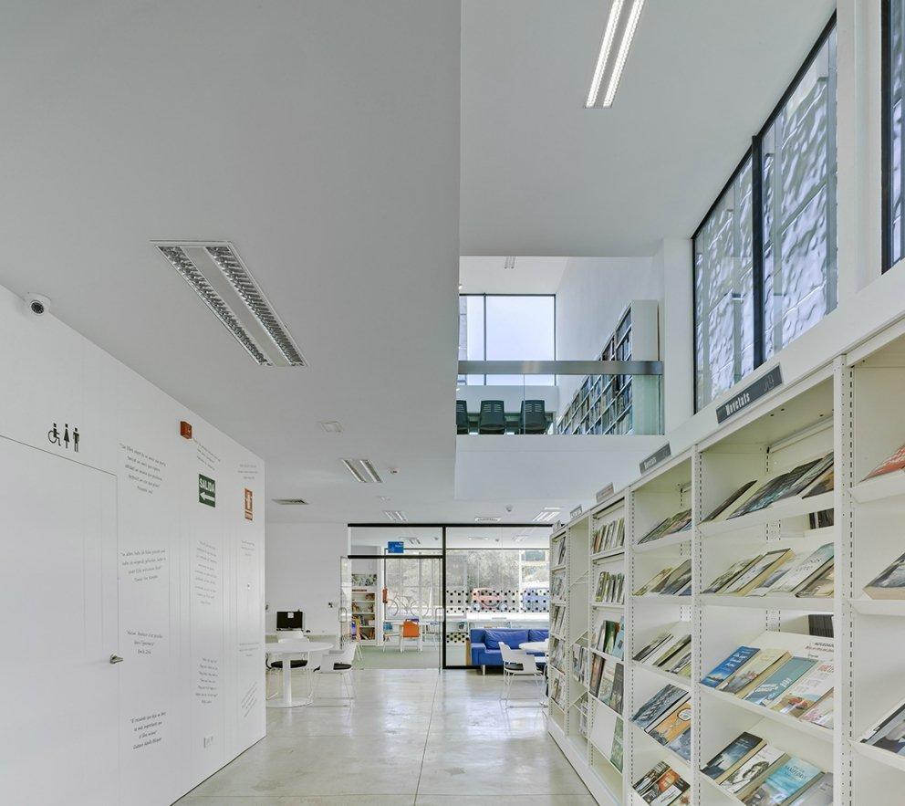 Biblioteca Pública y Centro Socio-cultural: Imagen 22 de 29