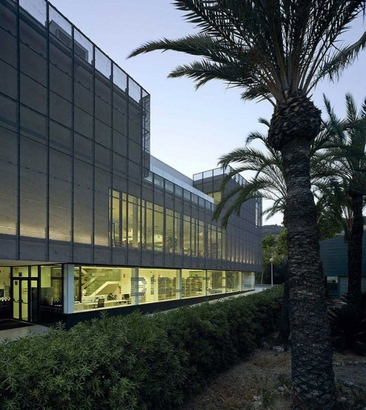 Biblioteca Pública y Centro Socio-cultural: Imagen 18 de 29