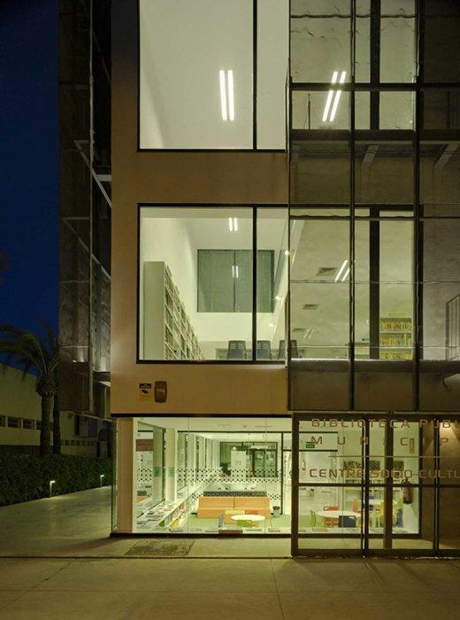 Biblioteca Pública y Centro Socio-cultural: Imagen 16 de 29