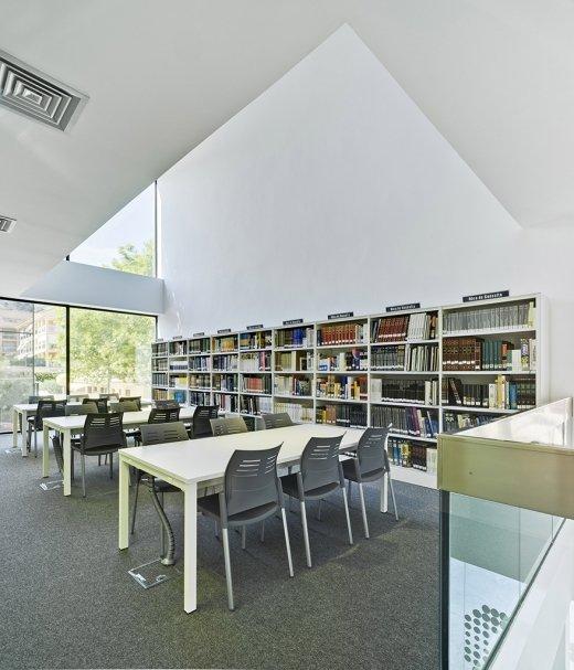 Biblioteca Pública y Centro Socio-cultural: Imagen 24 de 29