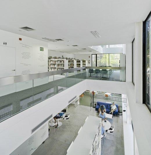 Biblioteca Pública y Centro Socio-cultural: Imagen 27 de 29